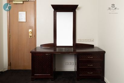 Mobilier complet de chambre, de style colonial,...