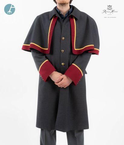 GUY LAROCHE, uniforme de voiturier en tissu...
