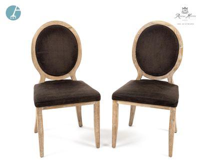 Paire de chaises à dossier médaillon en...