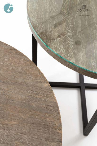 Paire de tables rondes, piètement métal, dessus en bois naturel. H : 60,5cm -Diamètre...