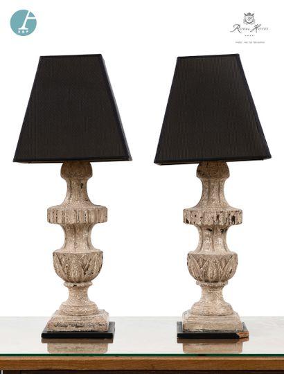 Lot de six lampes piètement en bois mouluré...