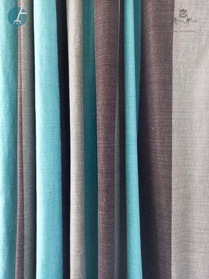 Trois paires de rideaux à rayures verticales...