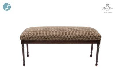 Lot comprenant deux fauteuils en bois mouluré, sculpté et laqué noir, dossier canné,...