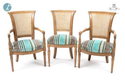 Lot comprenant deux fauteuils et une chaise,...