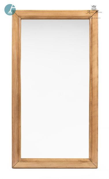 Lot de quatre miroirs en bois doré.  H : 111cm - L : 60cm