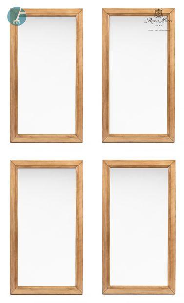 Lot de quatre miroirs en bois doré.  H :...