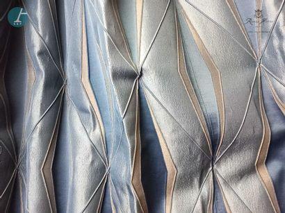 Deux paires de rideaux à motifs géométriques...