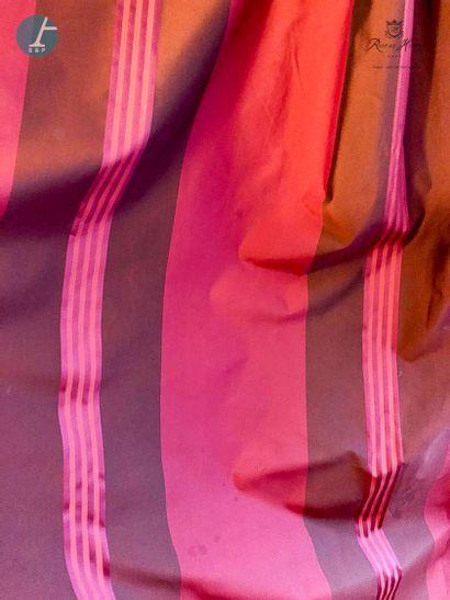 Paire de rideaux à rayures verticales rouges...