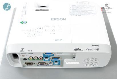 Vidéoprojecteur EPSON EBS39 et écran portatif ACCO. Taille écran H : 116cm - L :...