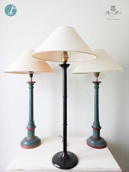 Lot de trois lampes : deux en bois mouluré...