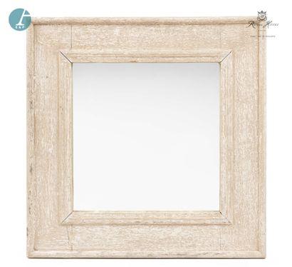 Lot de trois miroirs en bois patiné blanc. Modèles différents.  H : 101,5cm - L...