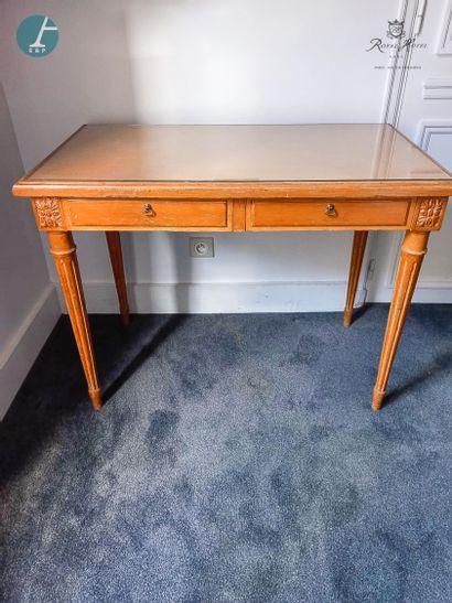 Petit bureau en bois naturel mouluré et...