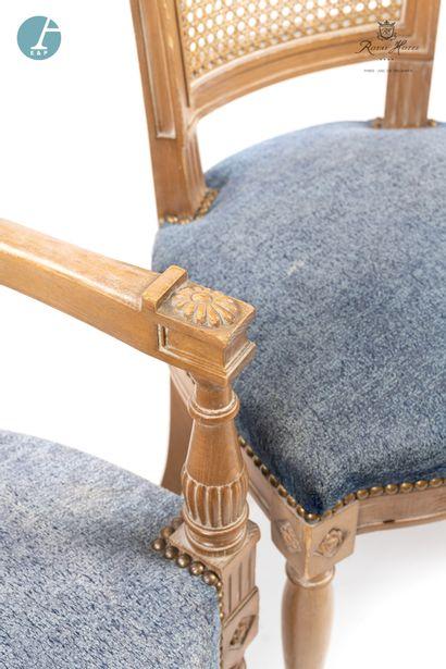 Lot de deux fauteuils et une chaise en bois naturel mouluré à dossier renversé,...