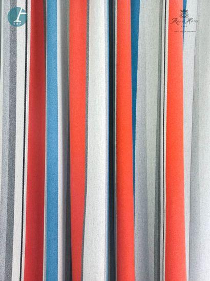 Paire de rideaux en laine à rayures verticales...