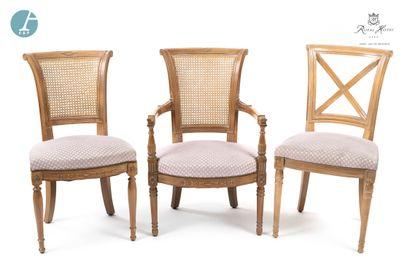 Lot comprenant un fauteuil et deux chaises,...