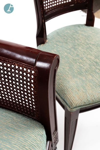 Lot d'une chaise et un fauteuil en bois teinté acajou, à dossier canné, assise cannée,...