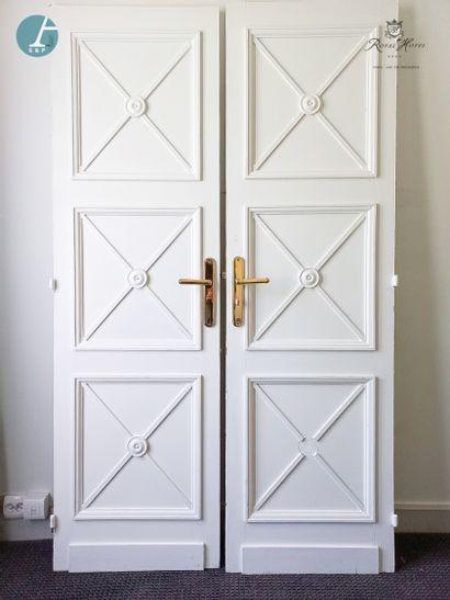 Paire de portes en bois mouluré sculpté...