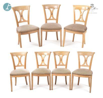 Lot de sept chaises en bois naturel mouluré,...