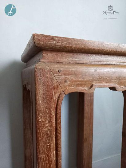 Une sellette en bois mouluré et sculpté,...