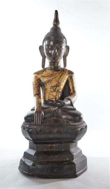 [CHINE] Bouddha en méditation dans un lotus....