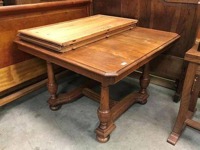 1 TABLE de salle-à-manger bois naturel tourné,...