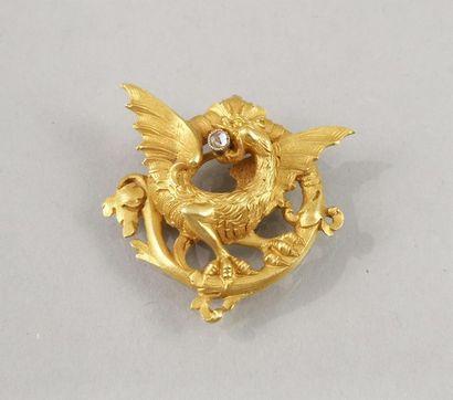 PENDENTIF en or en forme de griffon tenant...