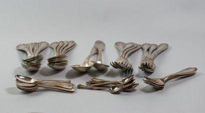 METAL ARGENTE: - 5 fourchettes à dessert en métal argenté APOLLO vers 1930 - 8 cuillères...