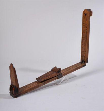 COMPAS A COULISSE de bottier en buis, verge déployante, mesure en pointure et en...