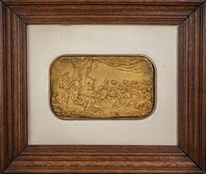 DEUX PLAQUES en métal doré repoussé figurant...