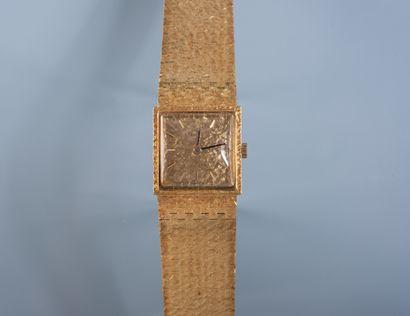 MONTRE bracelet de dame en or. Cadran à chiffres...