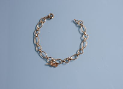 18k gold BRACELET with oval links alternating with round links and a violin charm....