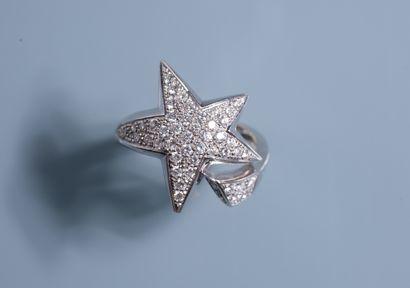 BAGUE en forme d'étoile en or blanc 18 ct...