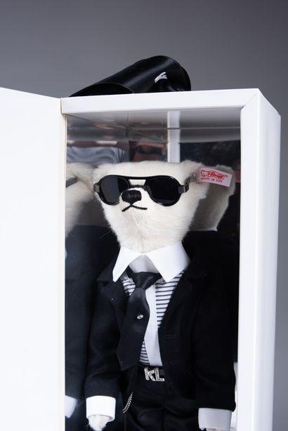 STEIFF et KARL LAGERFELD, Ours en peluche Teddy Karl Lagerfeld en alpaga blanc....