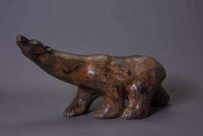 """Pierre CHENET (XXe-XXIe siècle) """"Ours polaire"""" Bronze à patine brun-vert nuancée,..."""