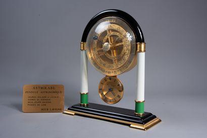 """LAVIGNE - PARIS. PENDULE astronomique """"Astrolabe"""" en métal et bakélite et pierre..."""