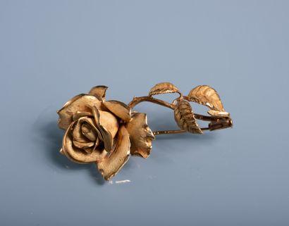 BROCHE en forme de rose en or amati et poli...