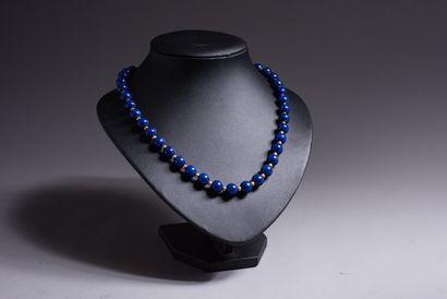 COLLIER DE PERLES de lapis lazuli alternées...