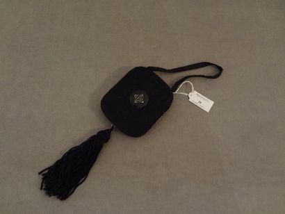 Minaudière en tissu noir à décor d'un cabochon...