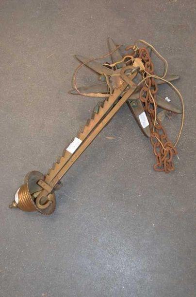 LAMPE A HUILE en laiton à crémaillère, XIXe...