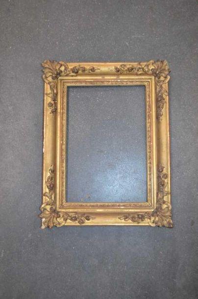 PETIT CADRE en stuc doré, style Louis XV...