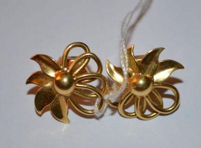 Paire de CLOUS D'OREILLES en or, en forme...