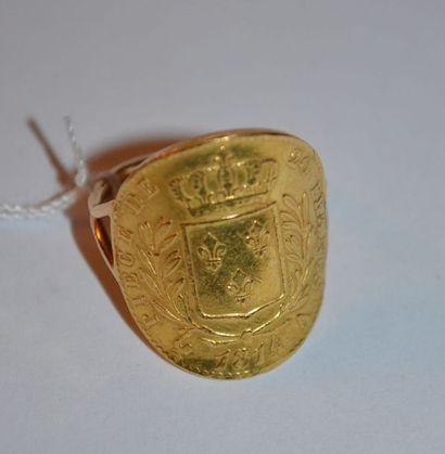 BAGUE en or ornée d'une pièce de Louis Philippe...