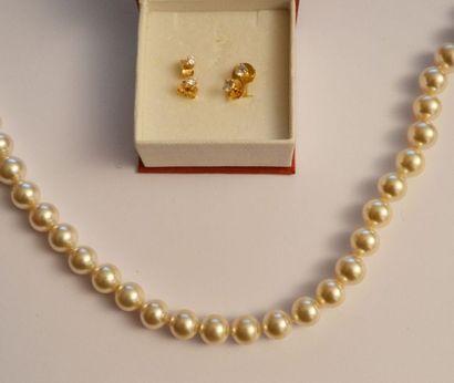 Collier de perles fantaisie. On y joint 2...