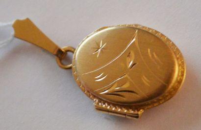 PENDENTIF porte-photo en or. En R. PB: 3,5...