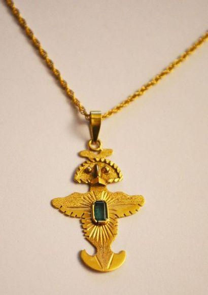 PENDENTIF en or en forme d'oiseau divinatoire....