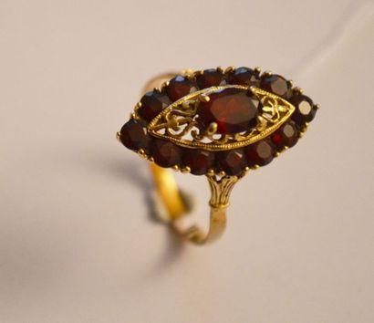 BAGUE en or filigrané de forme marquise ornée...