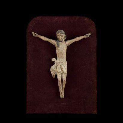 CHRIST en bois sculpté et polychromé. Chevelure...