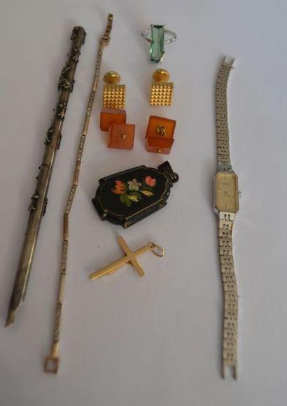ENSEMBLE de bijoux fantaisie comprenant boutons...