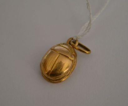 PENDENTIF scarabée s'ouvrant en or, Egypte....