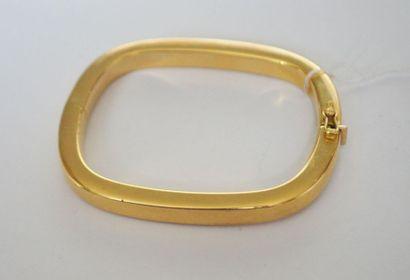 BRACELET jonc en or de forme carrée et attache...